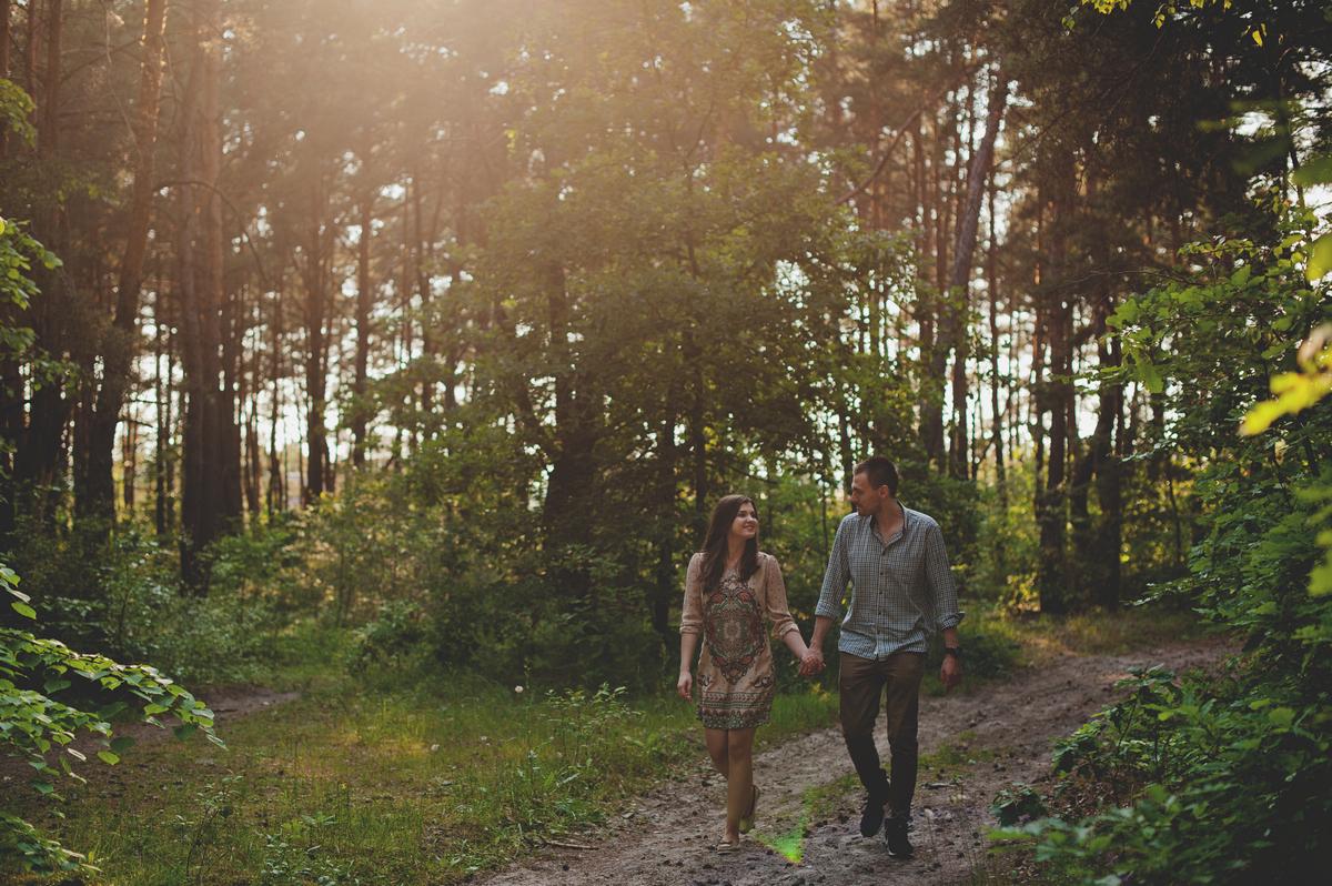 sesja narzeczeńska w lesie rezerwat Biesag Białogon